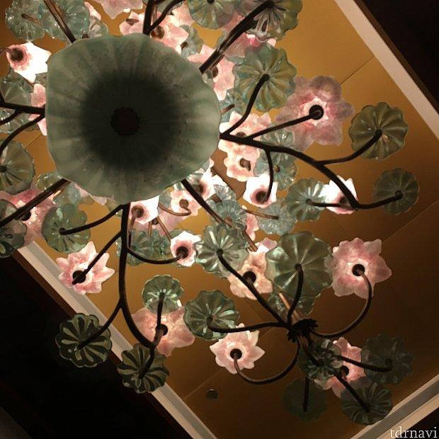 蓮の花風の豪華なライト