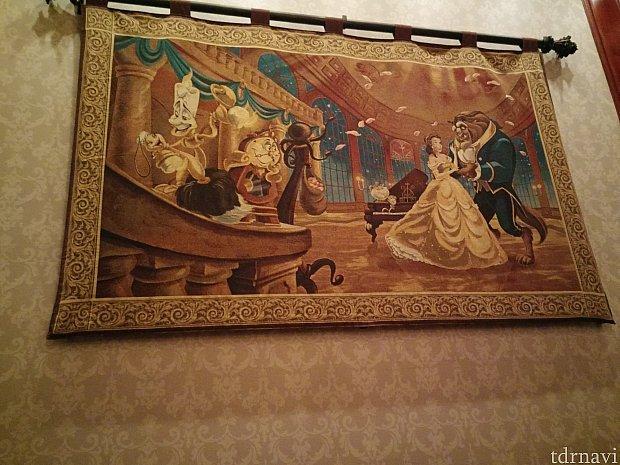 ギャラリーには絵がたくさん飾ってあります。