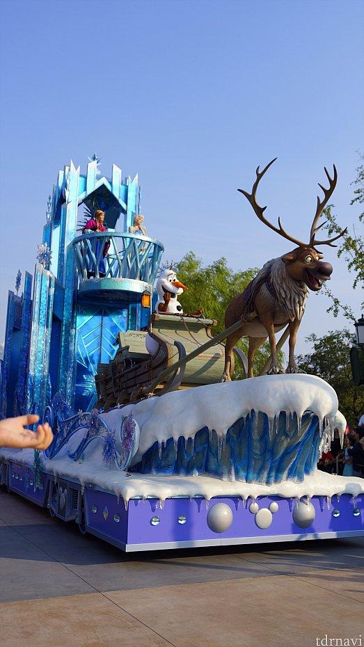 アナと雪の女王のフロート