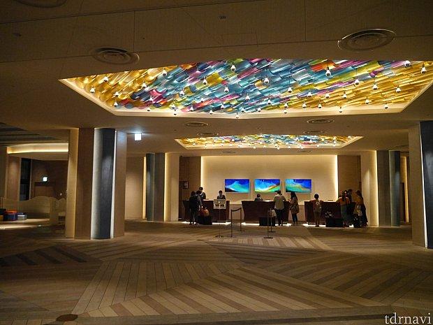 ホテルの二階ロビーです!