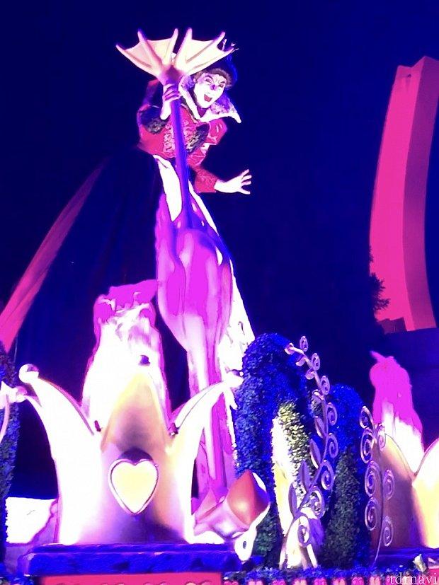 ハートの女王も迫力満点!フラミンゴの足がちょっと邪魔でした(笑)