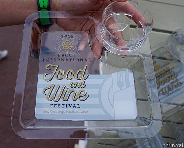 毎年恒例のイベントグッズ。これがあると食べ歩きに本当に便利です。今年はこのデザイン。
