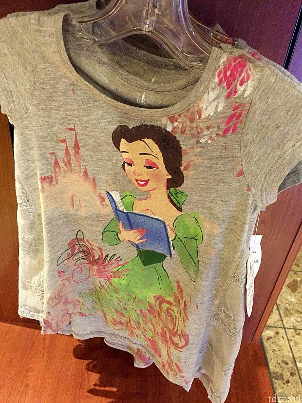お子様用のアパレルグッズもいくつか用意されていました。ベルのTシャツ。$29.99。