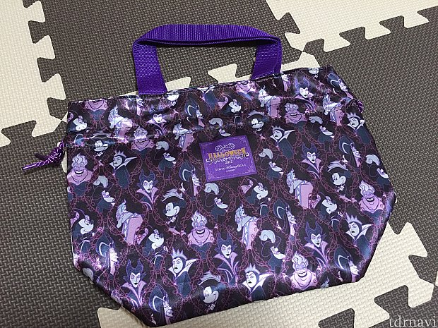 ヴィランズ柄のランチケース。思っていたより紫色でした。