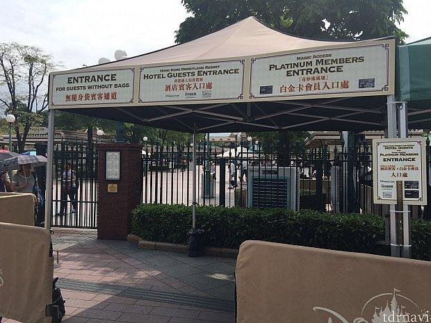 プラチナは最初のセキュリティのところから専用入口になります。