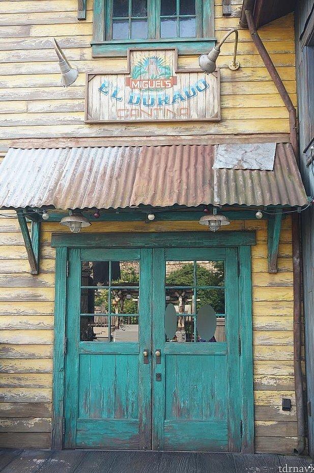 ここが入り口。受付時間になると開けてくれます。
