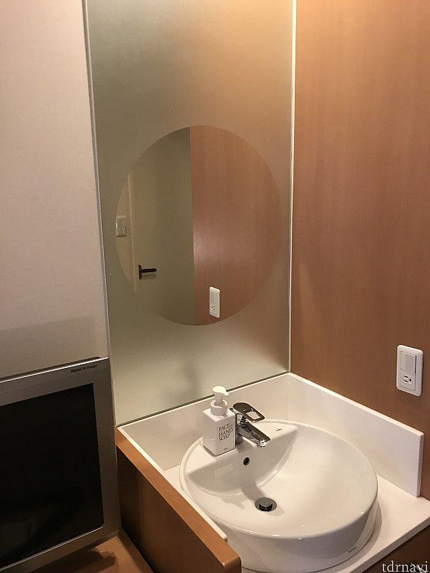 部屋の中にも洗面台がありました。