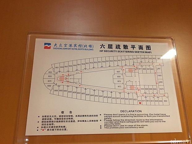 北館の避難経路図。真ん中のエレベーターは4台あります。二泊目はエレベーターホール出てすぐの吹き抜けに面した部屋でした。