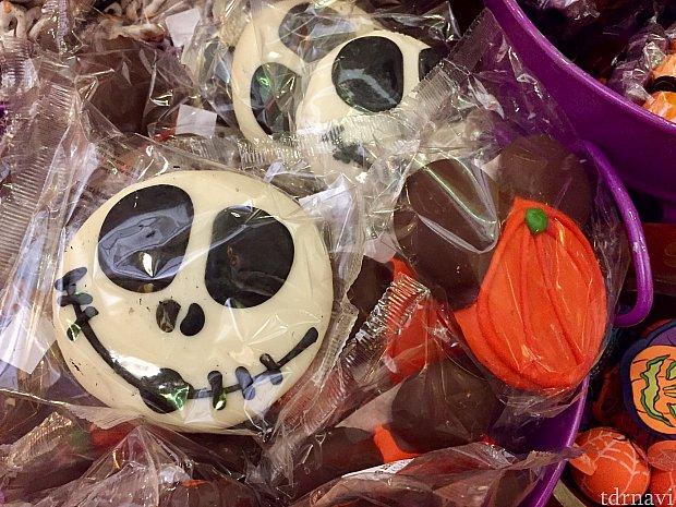 いっぱい怪しげなクッキーがありましたが、どれも不味そう…各$4.99。