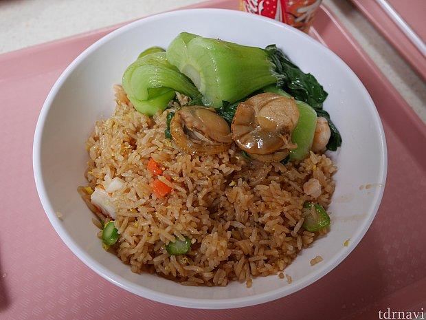 海鮮炒飯はドリンク付きで139HKドルかなりボリュームが!味は無難で癖はないですが、タイ米が苦手な人は避けてください。