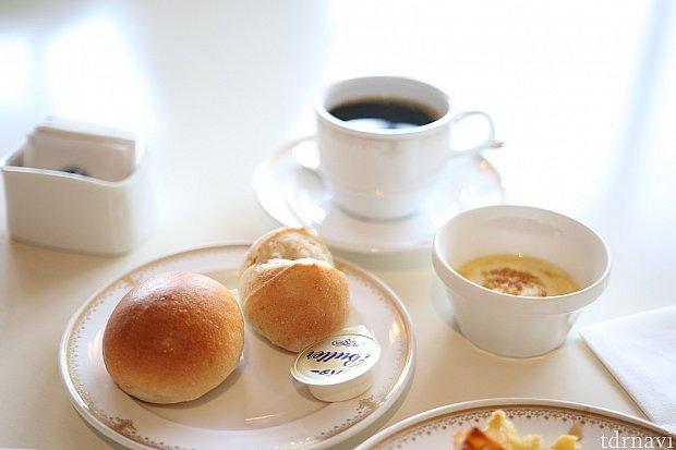 コーヒーの良い香りがパンと合います♪
