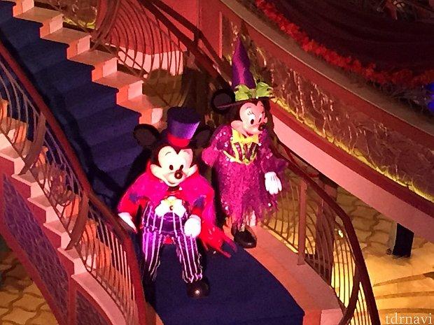 ハロウィンショーのミッキー&ミニー