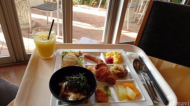 手前のお椀のは「千葉ザ・ポークの豚まぶし」です! 全国の三井ガーデンホテルズ・セレスティンホテルが行っている第2回「楽しみになる朝食」料理コンテストで特別賞を受賞したそうです! すっごく美味しかったです♡