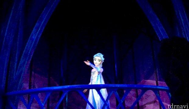 エルサのメインシーン! ここからのライドの動きに注目です!