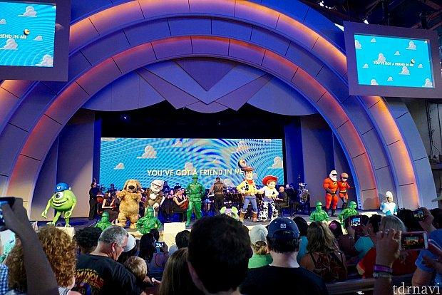 フィナーレは、何故か大カラオケ大会。キャラクターも全員出演です。
