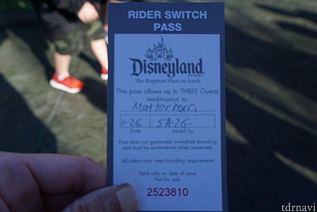ライダースイッチのチケット。アトラクションの名前と日付書かれています。