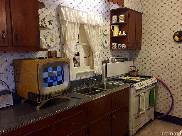 レストランのインテリアはこれぞ50年代。アメリカのコメディードラマ「奥様は魔女」を知っている方はその頃の雰囲気だと思ってください。