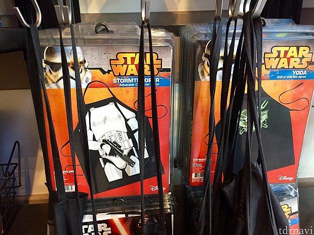 Storm trooperやヨーダのエプロンはおそらくお父さん用です。屋外バーベキューはアメリカ人のお父さん達が料理をするからです。