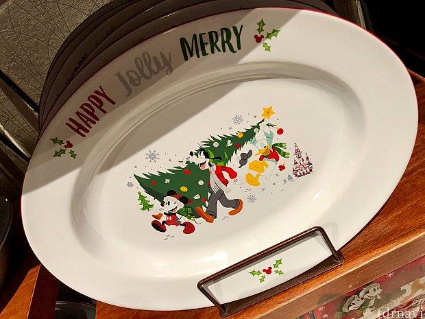 オーバルシェイプのお皿。クリスマスパーティーの料理が盛られているのを想像しちゃいますね。価格は$29.99。因みに、クリスマスに某社のフライドチキンを食べる習慣はアメリカにはありません。この事実を知った時僕は驚愕しました。笑