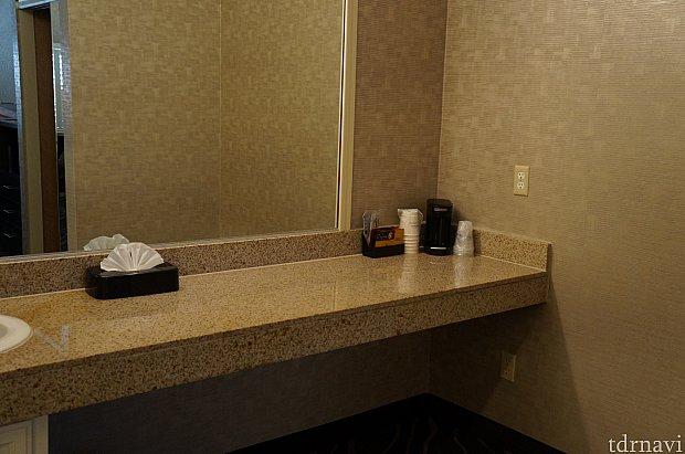 ドレッサーがあるのに、洗面にこれだけのスペースがあります。