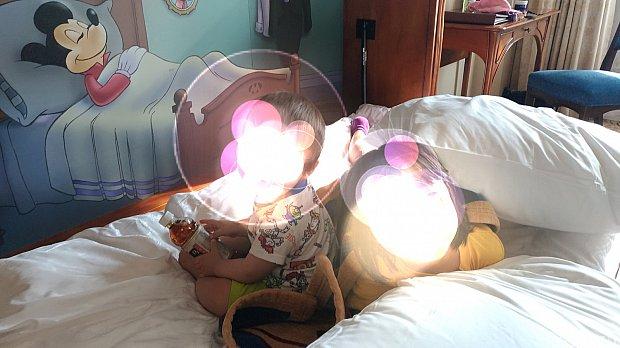 お部屋にあるミッキーの絵のベッドに子どもたちは大喜び!