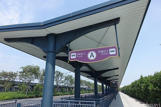 ディズニータウン側のパスターミナルでの乗り場は、パークに一番近い「A」です。