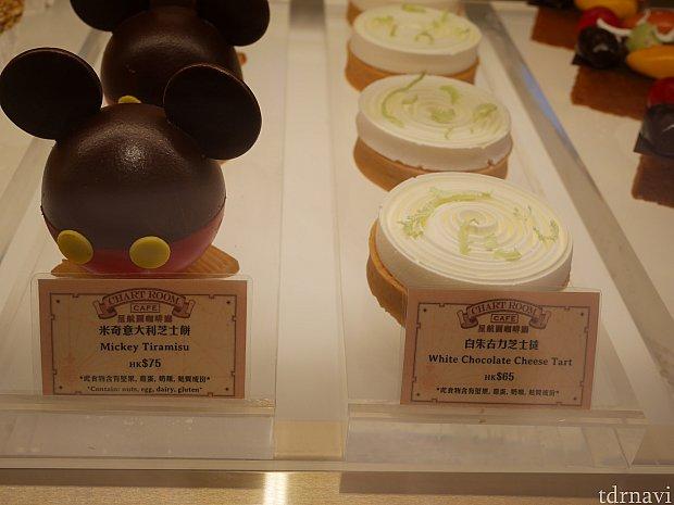 左のミッキーはティラミスらしいのですが、中はどうなってるんでしょう・・・。