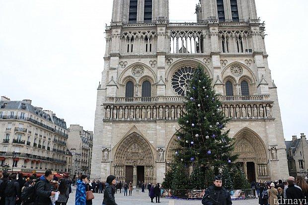 ノートルダム大聖堂からディズニーへ Metro④ Cite駅 → Chatelet Les Halles 駅 → RER-A線 Marne-la-Vallee 駅