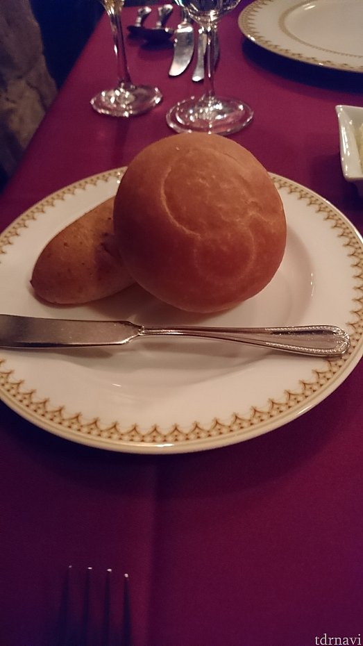 左:ライ麦パン、右:米粉パンです。どちらもお代わりし放題です。