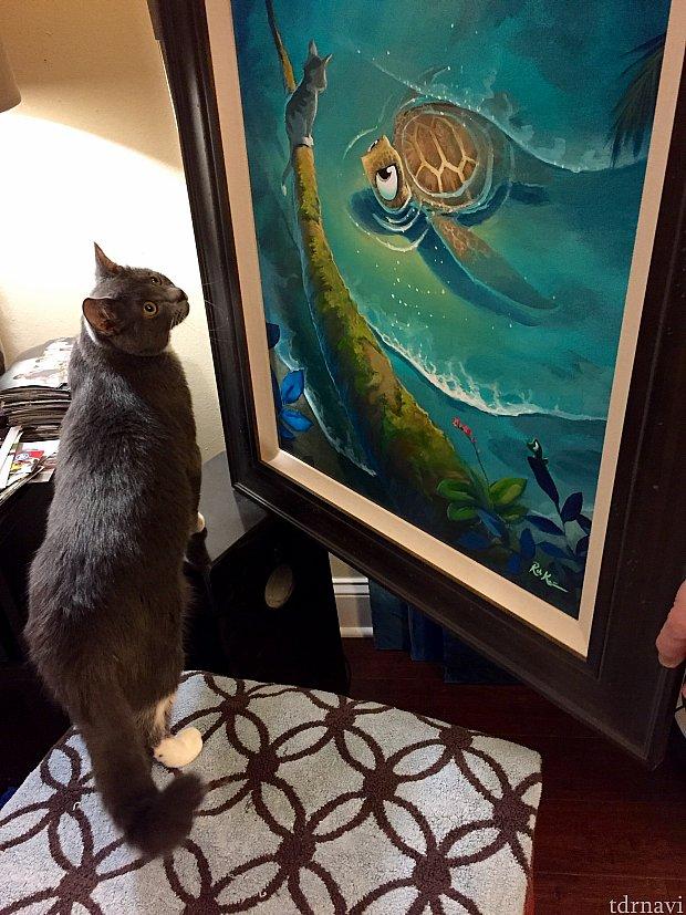 右側が彼の作品。亀を見下ろす猫がうちの子猫とそっくりだったのが印象に残りました。