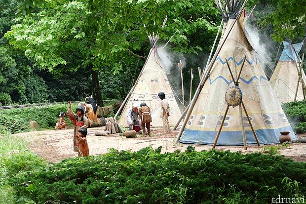 しばらくするとインディアンのキャンプが見えて来ました。