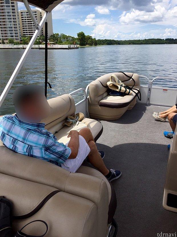 10人乗りボートの船上の様子です。