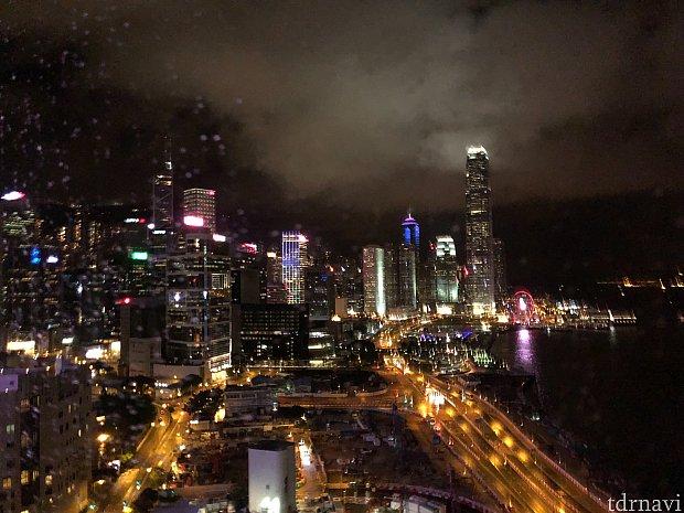 部屋からシンフォニーオブライツを観賞できます。これは香港島側。