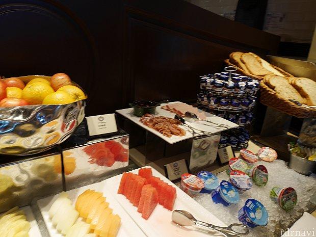 果物やヨーグルトなどの朝の定番はあります!