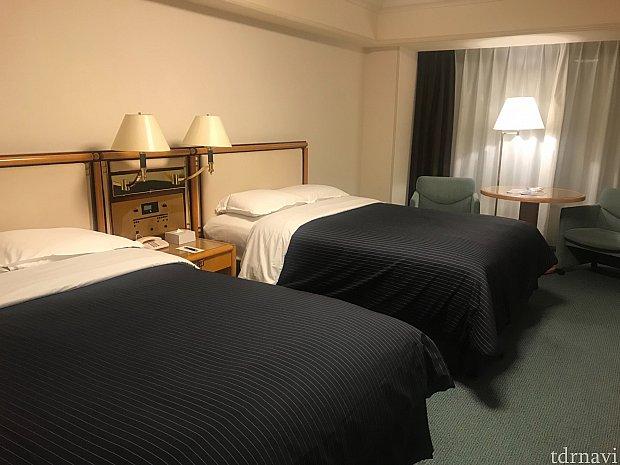 お部屋はこんなかんじ。少し古めのホテルというかんじです。