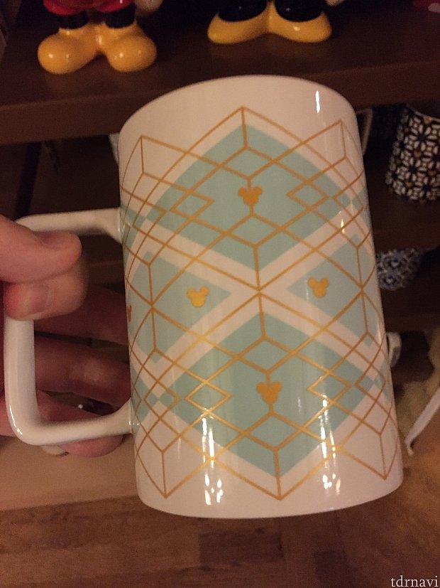 こちらもディズニー色を抑えたマグカップ。色合いがとっても好きです。$14.99