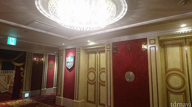 エレベーターホールはこんな感じです。