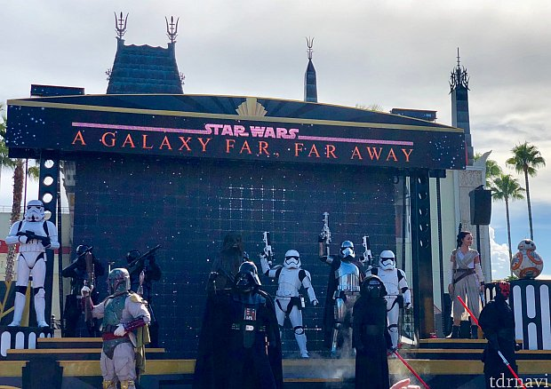 もうスターウォーズエリアがハリウッドスタジオにできるのも来年のことですからね、ディズニーもスターウォーズの押しが結構強いです。アトラクションとしての評価は低いですが、休憩所として使うには良いと思います。