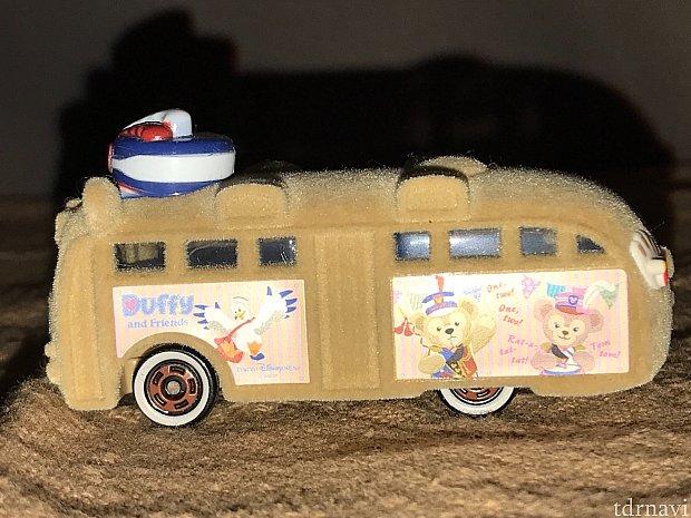 バス左側にはティッピーブルー。ダッフィーとシェリーメイ。