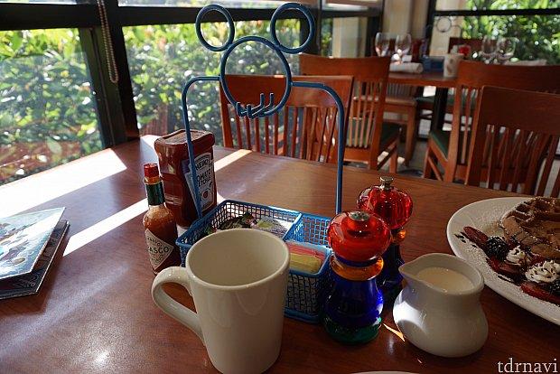 テーブルセットもミッキーシェイプ。可愛い。