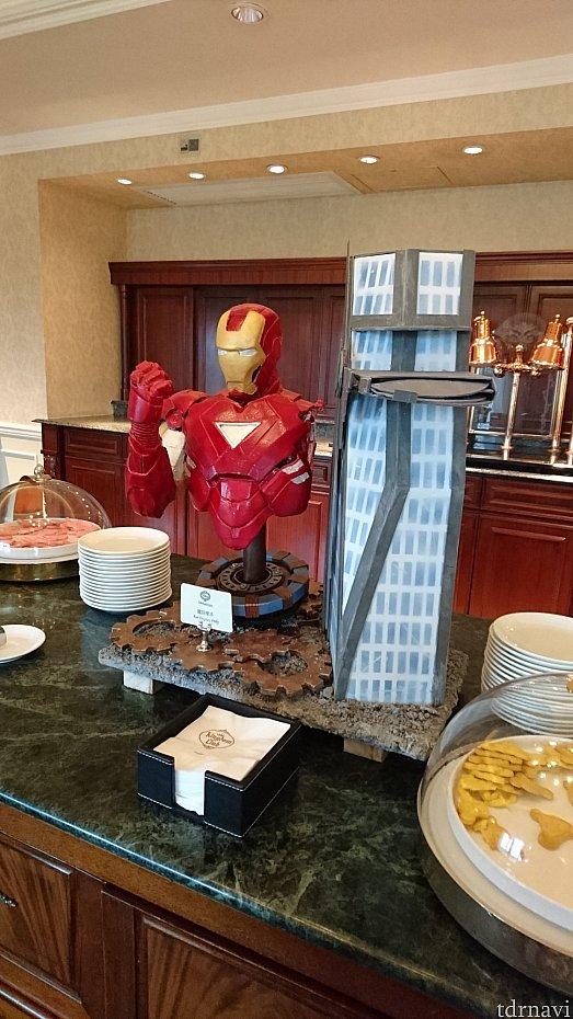 朝のラウンジ!この時はアイアンマン推し!昨年9月はスターウォーズだった。