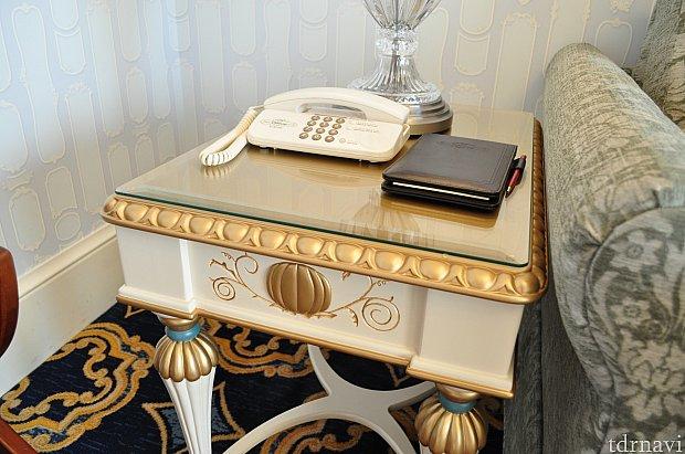 この机もカボチャが!!細かいところも可愛いです。