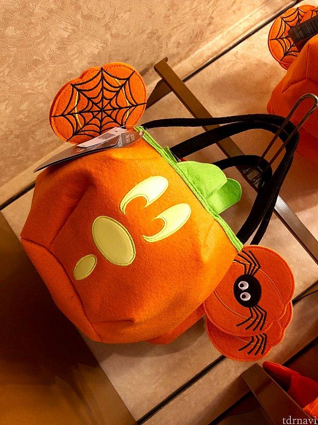 こちらもキャンディー収集用ですが、バッグですね。耳の部分のクモがちょっとジブリしてる気が…