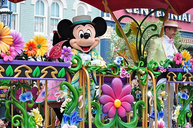 お花がたくさん飾られたフロート!