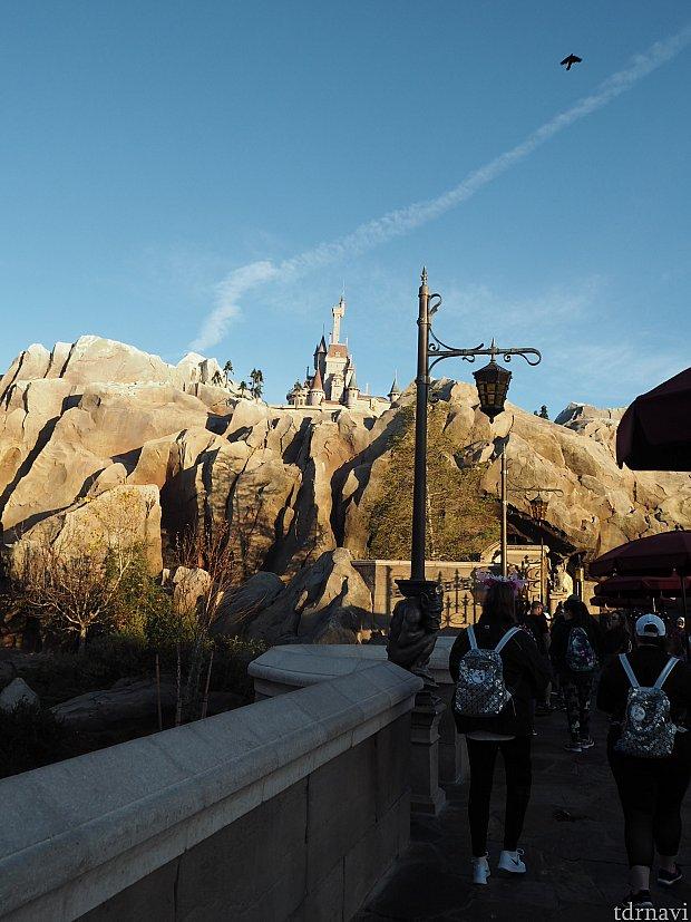遠目でお城が見えます! もう少し大きく見えればなぁ。