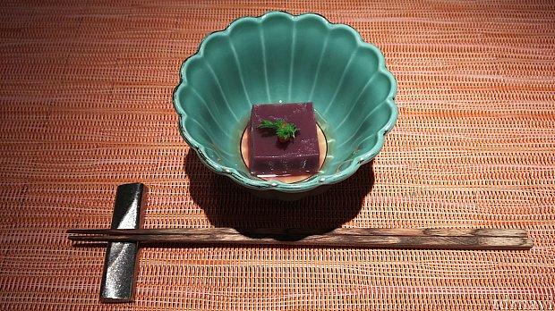 先付、紫いものお豆腐。出汁がきいていて美味