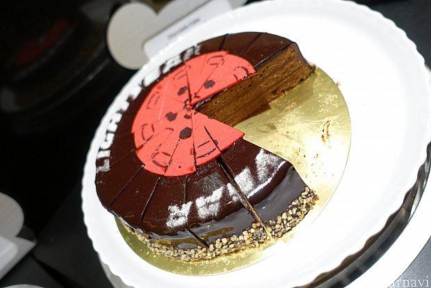 これはなんでしょう、、 濃厚なチョコケーキでした