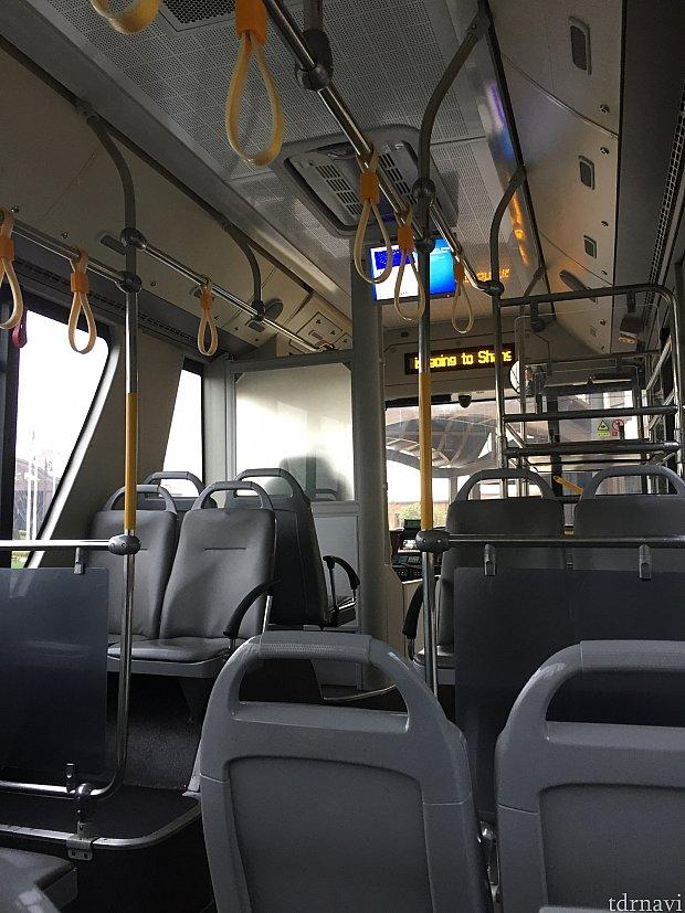 車のバスの中。