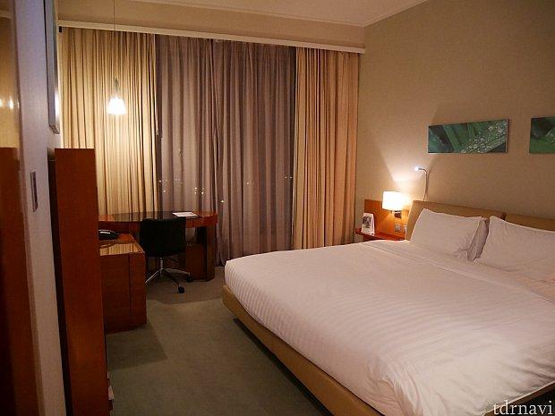 お部屋はクイーンサイズのベッド