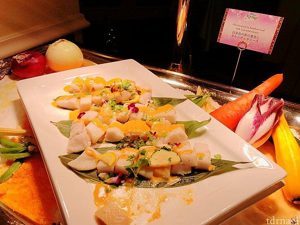白身魚の笹の葉蒸し カレンデュラソース
